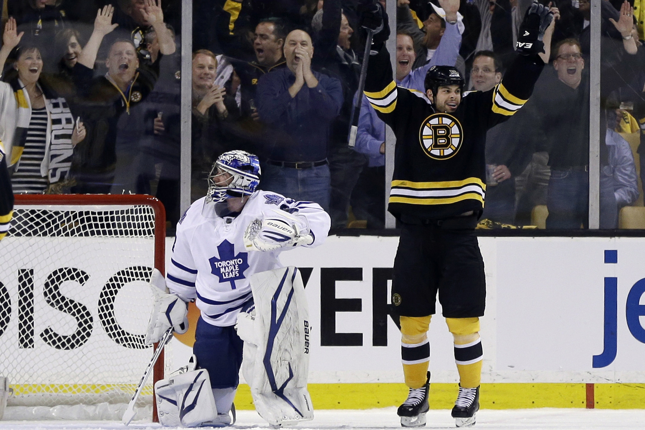 0aca76a4910 Bruins beat Maple Leafs 4-1 in game one of playoffs