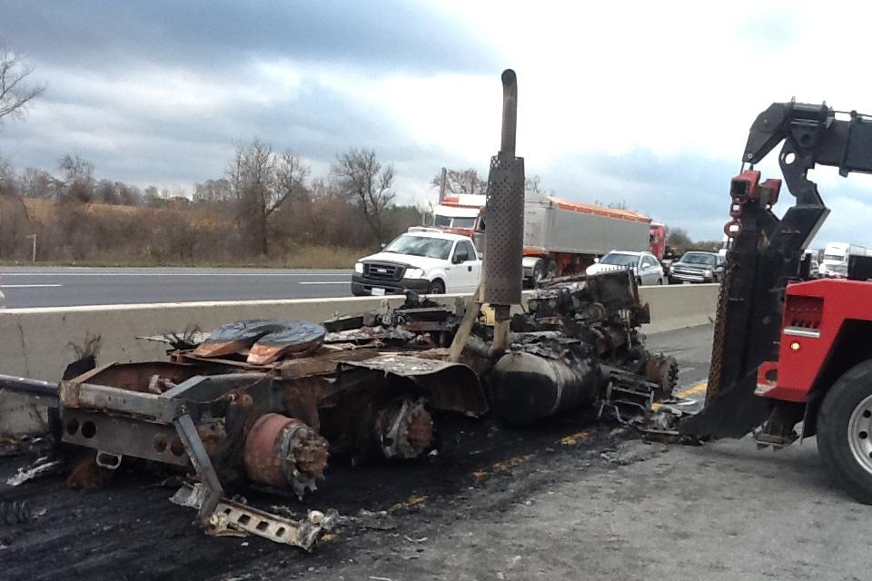 1 dead in Hwy  401 crash in Milton