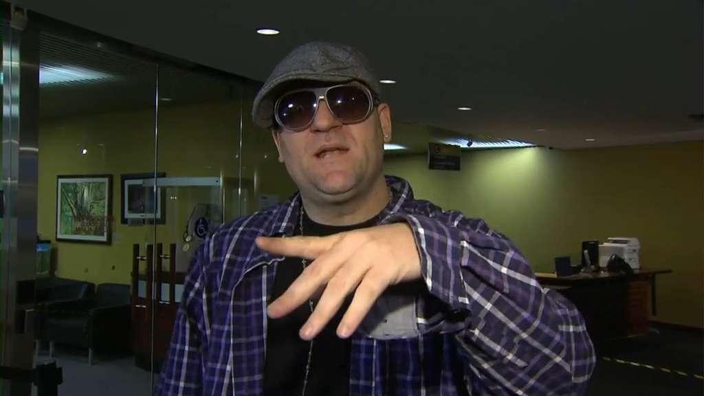 Raw Video Toronto Musician Snow Visits Rob Ford At City