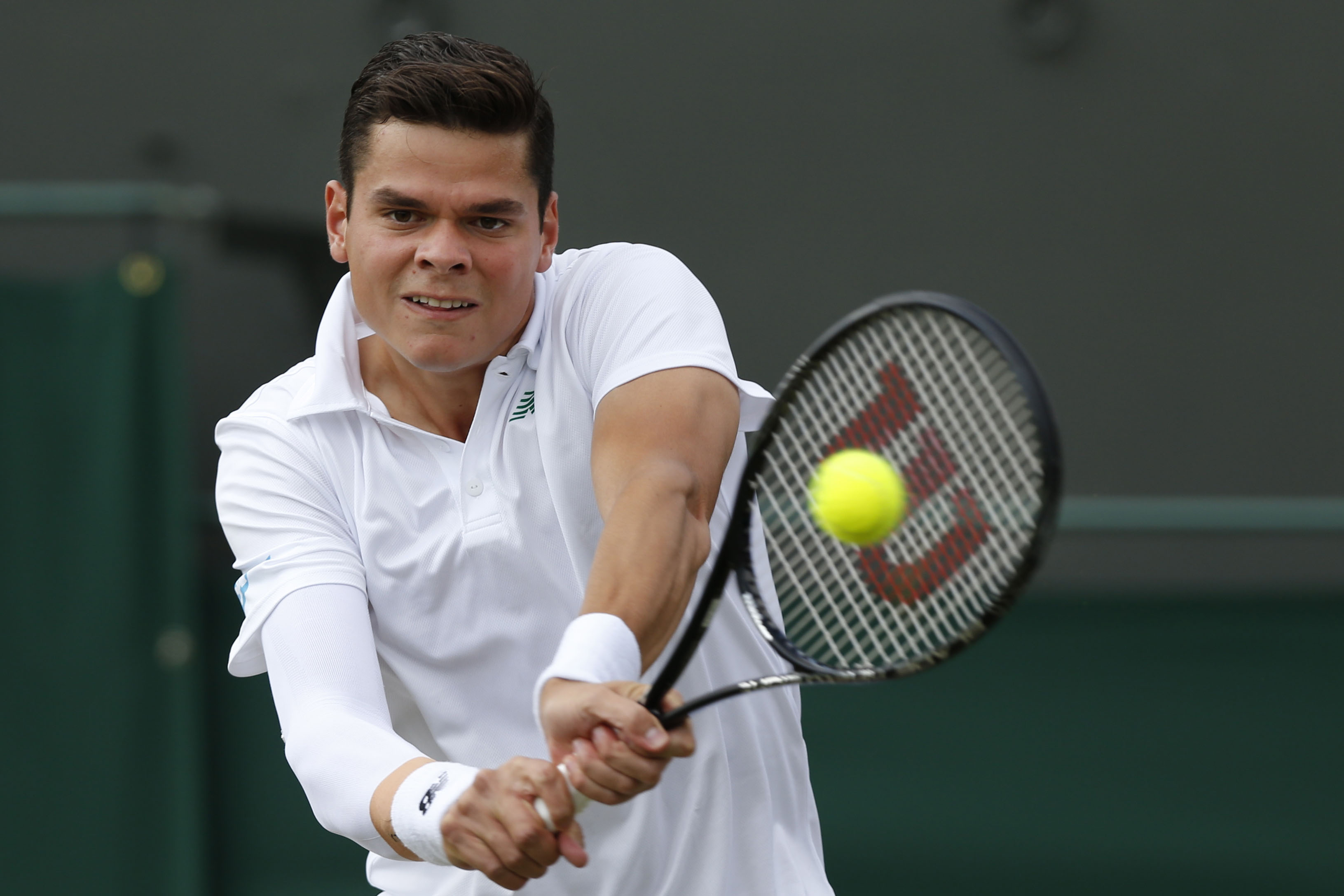 Milos Raonic beats Roger Federer for the 1st time at Paris ...