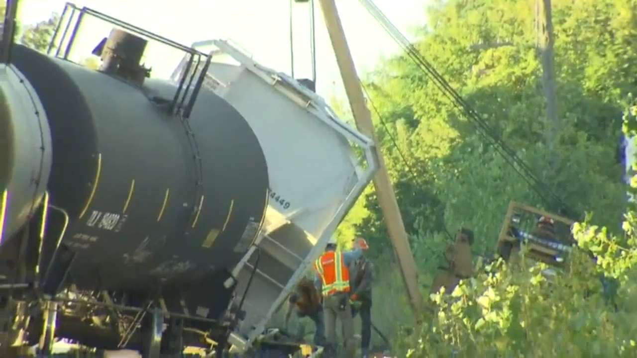 Minor CN train derailment disrupts service on Barrie