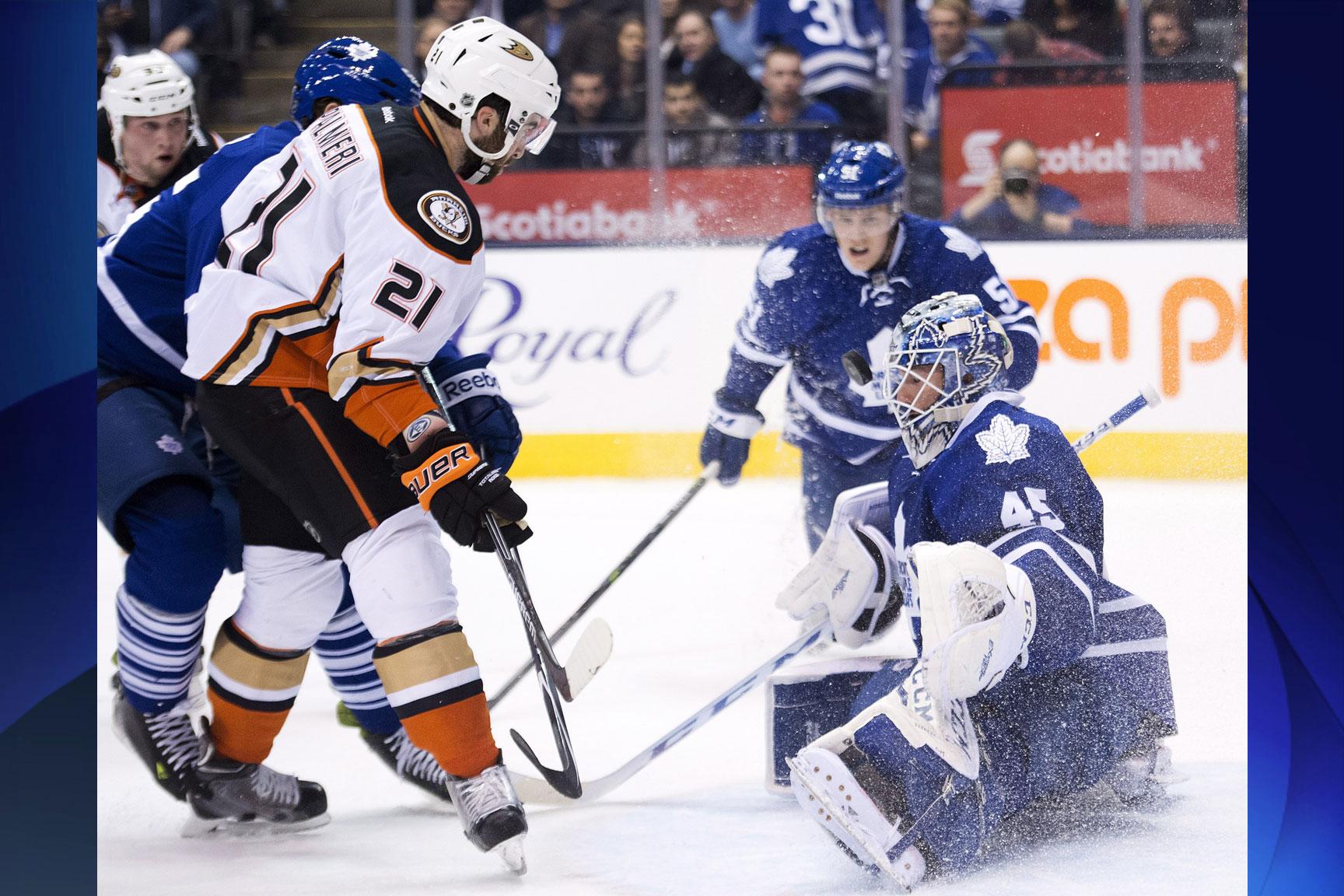 Leafs keep rolling, win sixth straight over Ducks