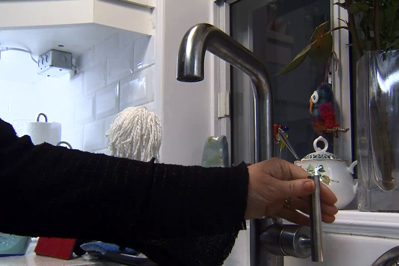 swat team to help with frozen pipes outside toronto homes