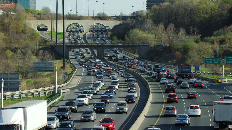 Traffic on the Don Valley Parkway. SOURCE: Wikimedia Commons/Floydian