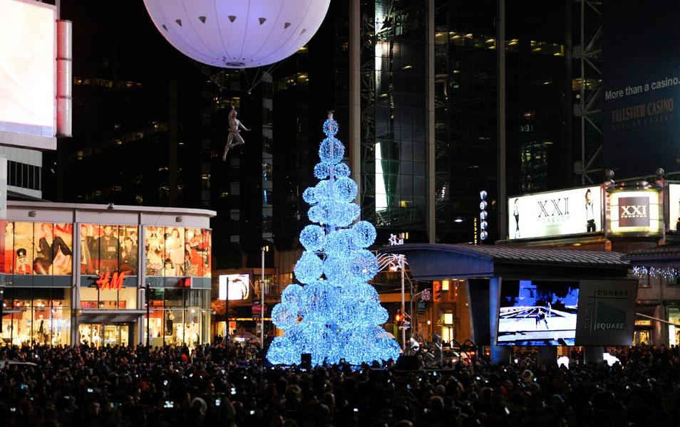 The Christmas tree at Yonge-Dundas Square in 2013. Photo credit: wintermagic.ca