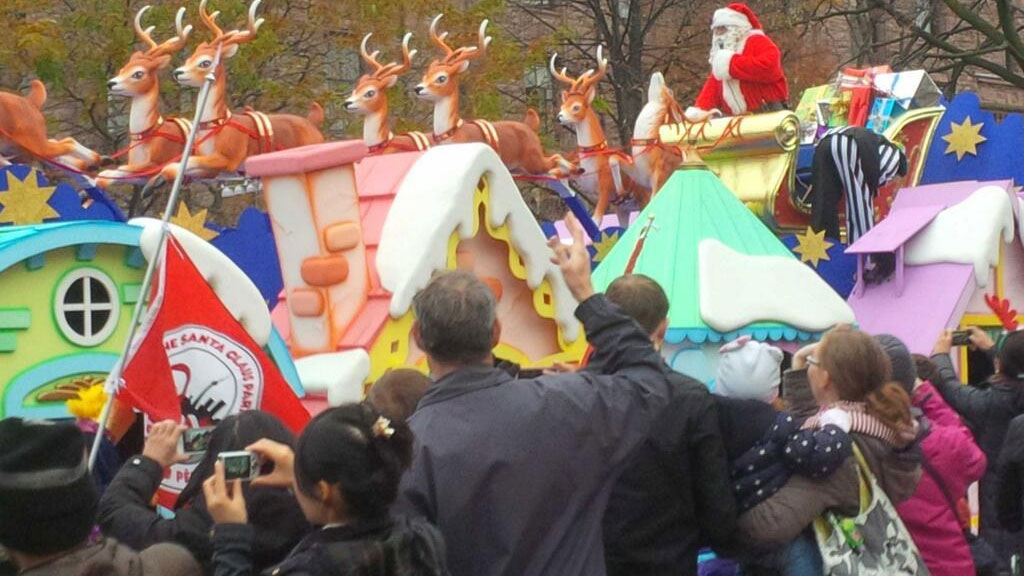 Santa Claus comes to town at the annual Santa Claus Parade in Toronto on Nov. 17, 2013. 680 NEWS