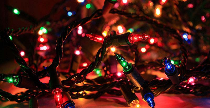 - Canadian Tire Takes Aim At Wal-Mart In Latest Christmas Light Troubles