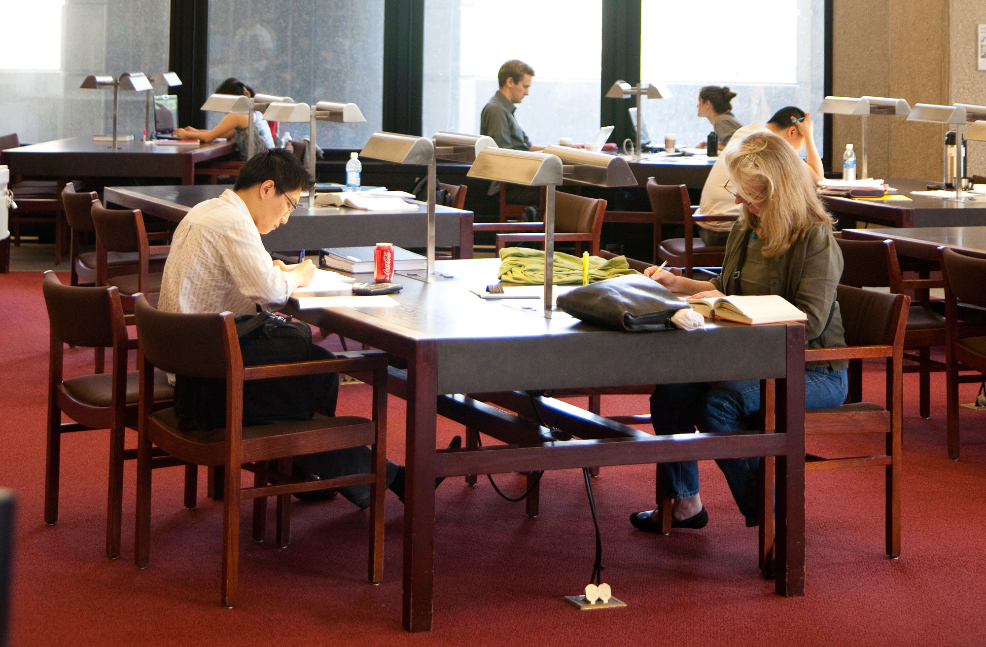 Students studying at University of Toronto's Robarts Library. UNIVERSITY OF TORONTO.
