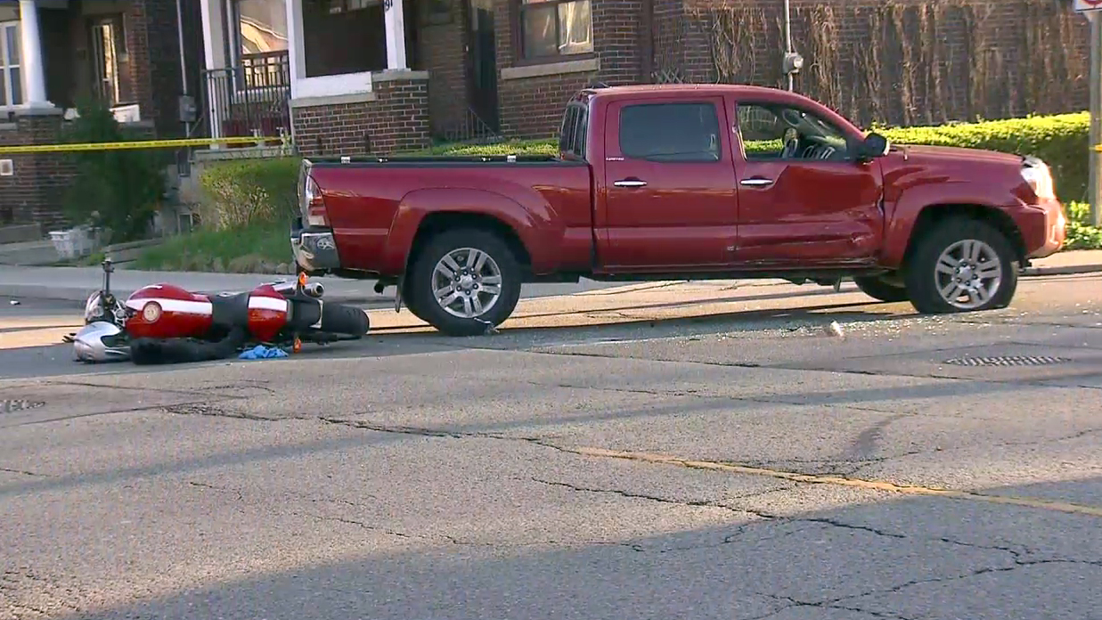 Motorcyclist in hospital after St  Clair and Oakwood crash