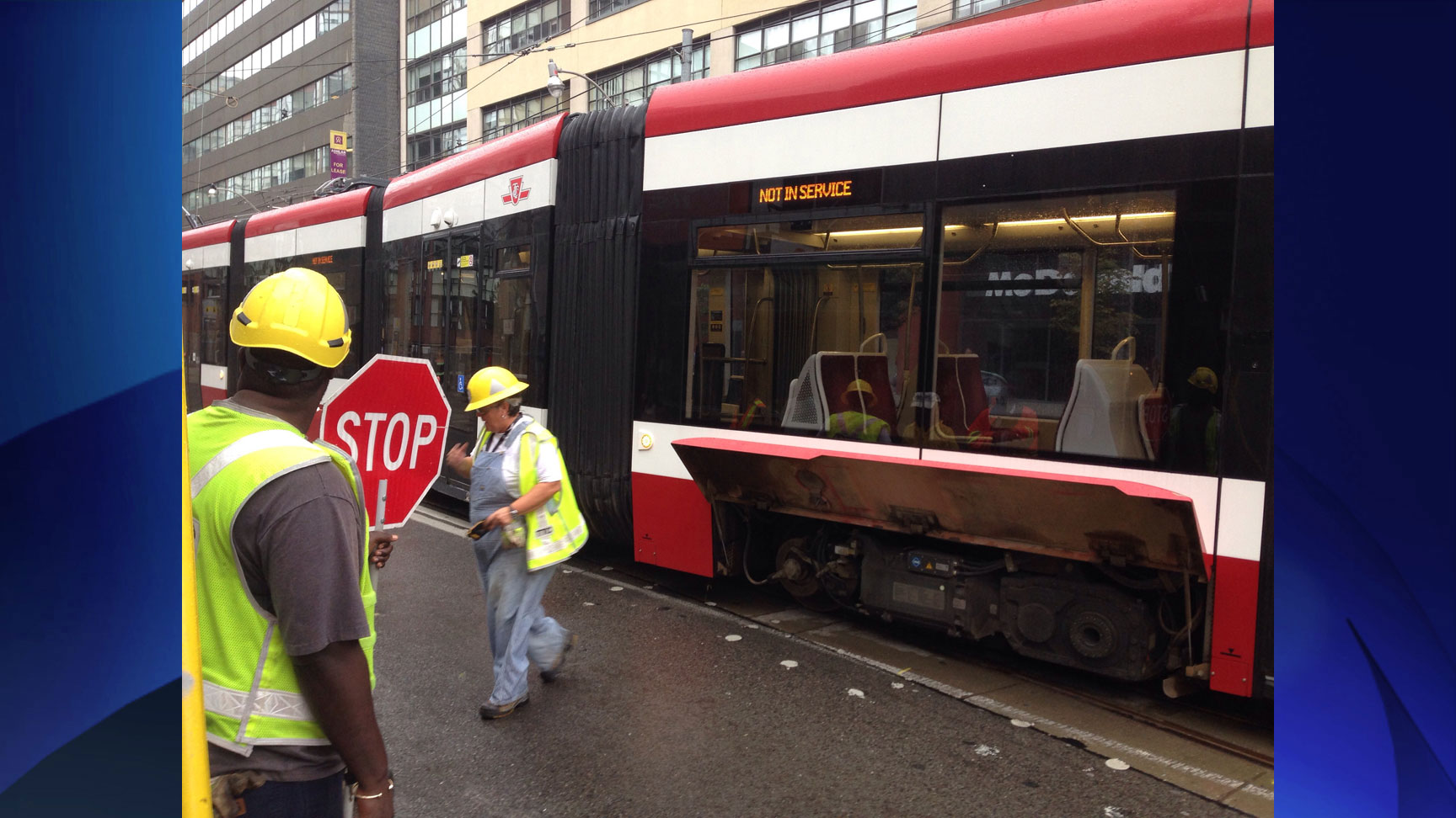 A new streetcar derailed at King and Bathurst streets on Aug. 16, 2016. CITYNEWS/Peter Dworschak