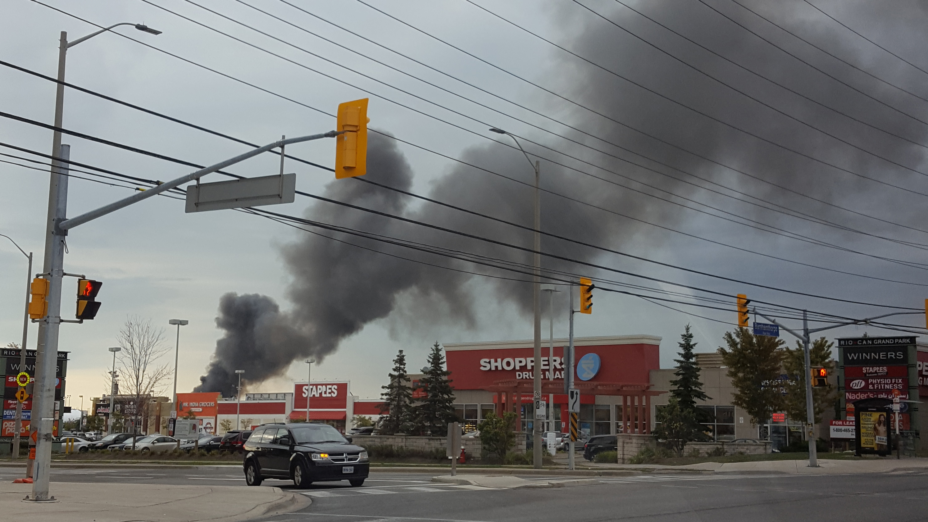 A fire broke out in a Mississauga auto scrapyard, Sept. 26, 2016 Photo courtesy Rosemary Mah