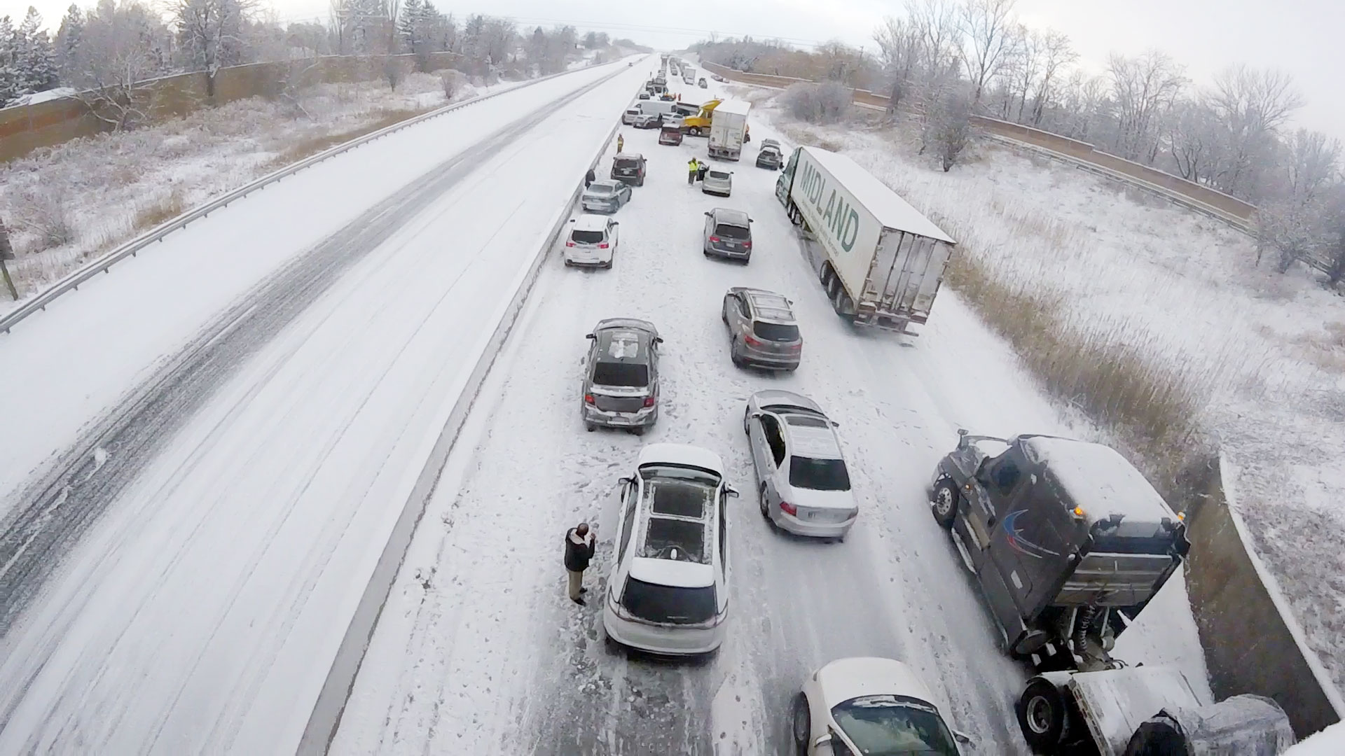 Highway 401 reopens in Bowmanville following crashes, whiteout conditions