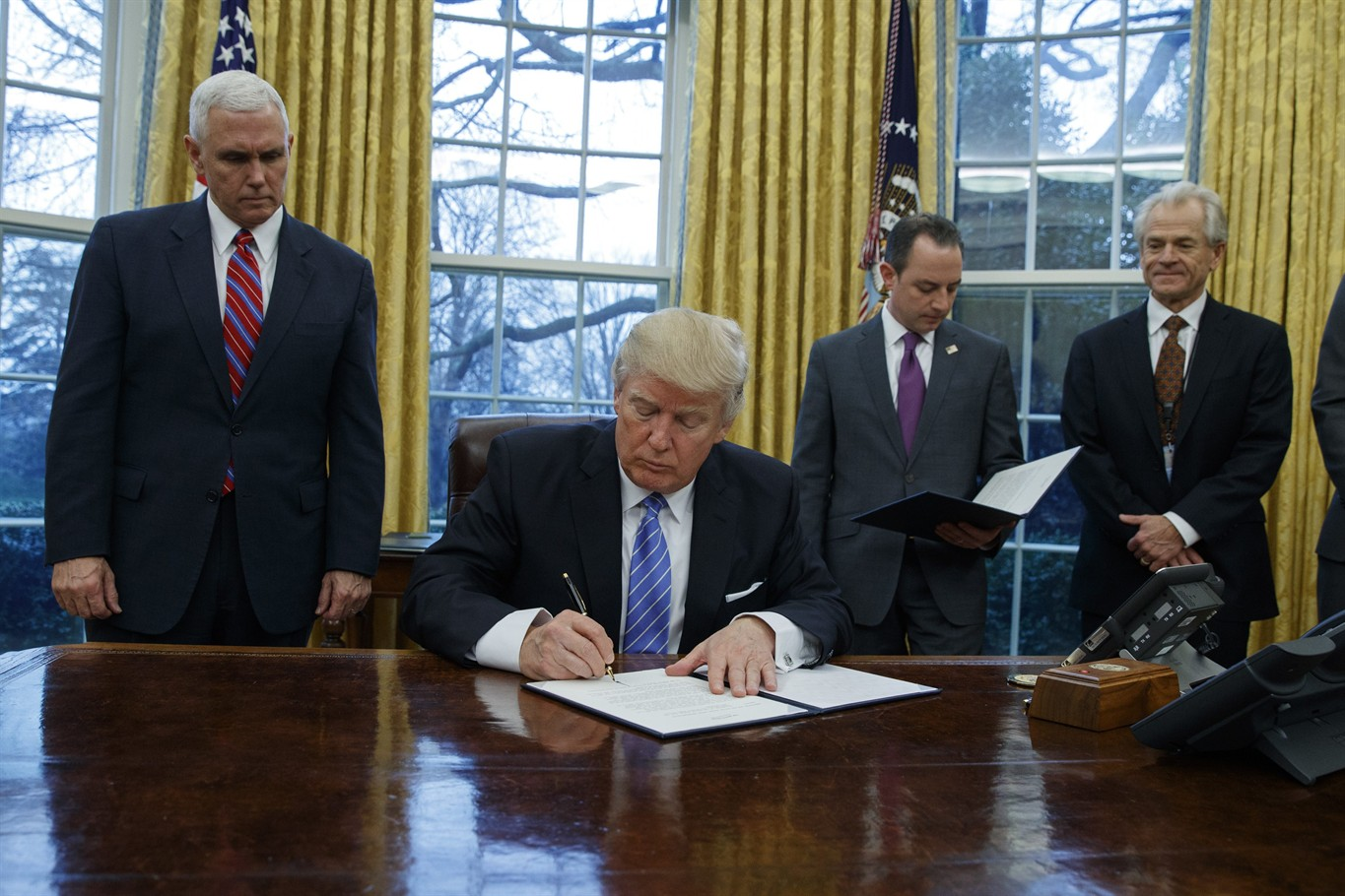 Trump signs executive order to withdraw US from TPP