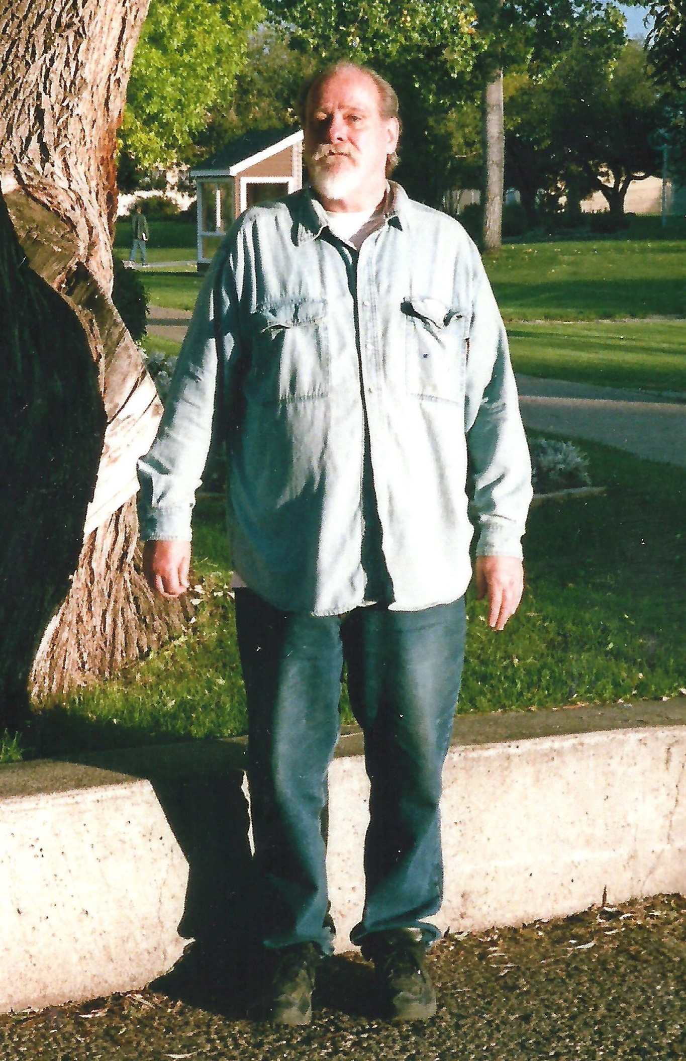 Betesh, jailed for Toronto shoeshine-boy murder, joins website to