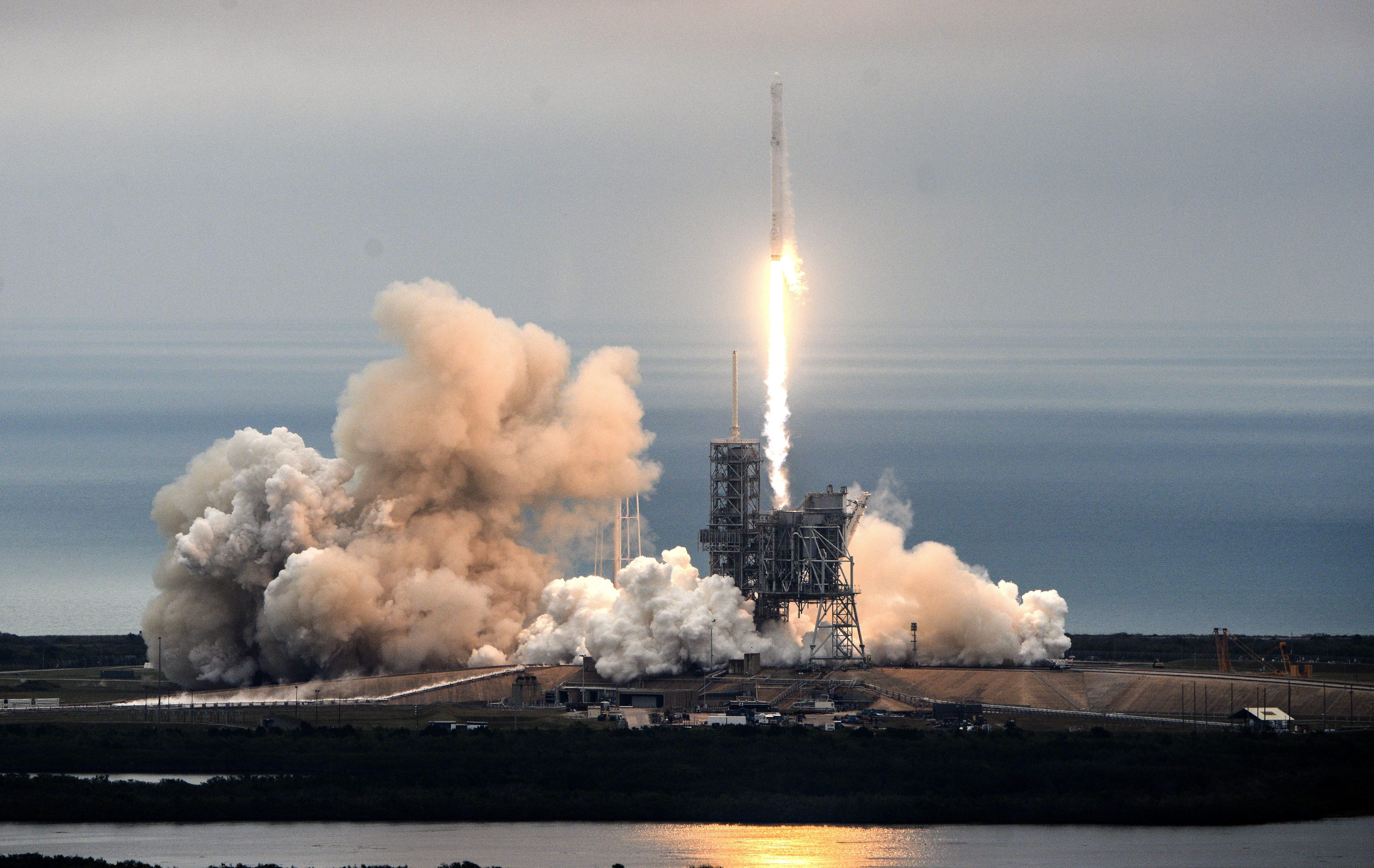 first rocket ship - HD5217×3297