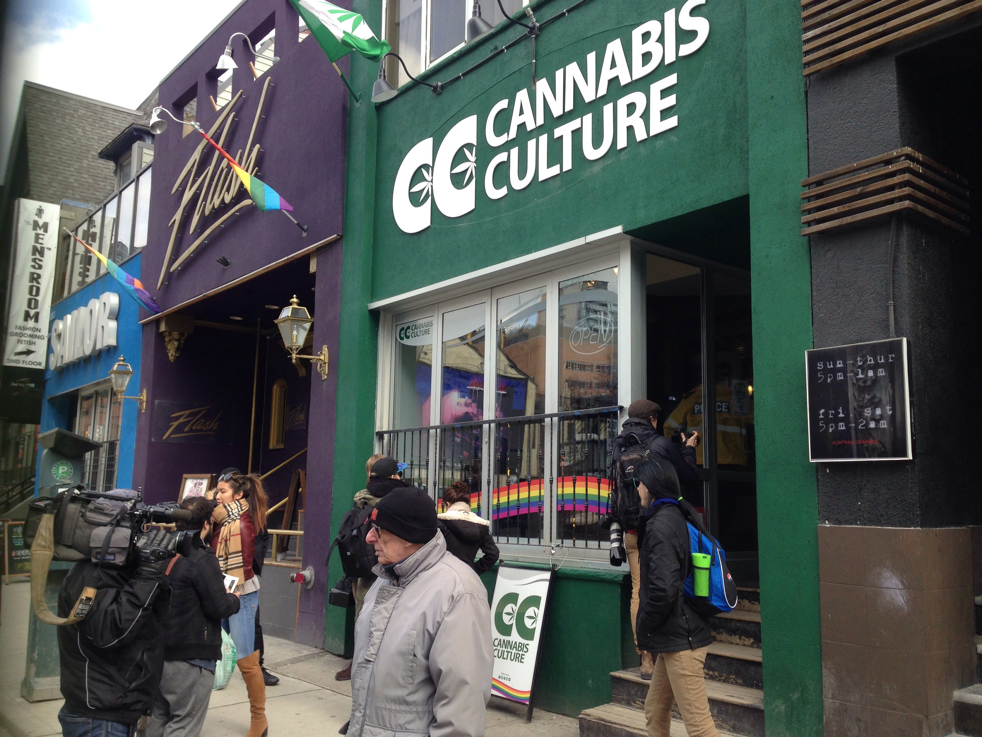 Toronto police raid marijuana dispensaries again