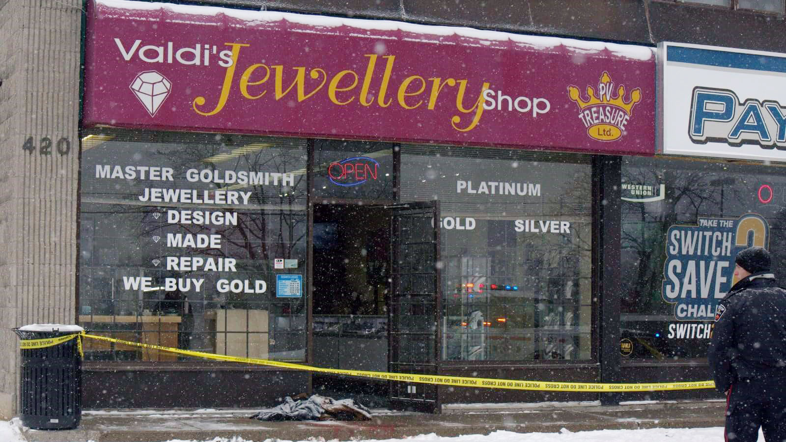 Suspects arrested after violent robbery at Oshawa jewelry store