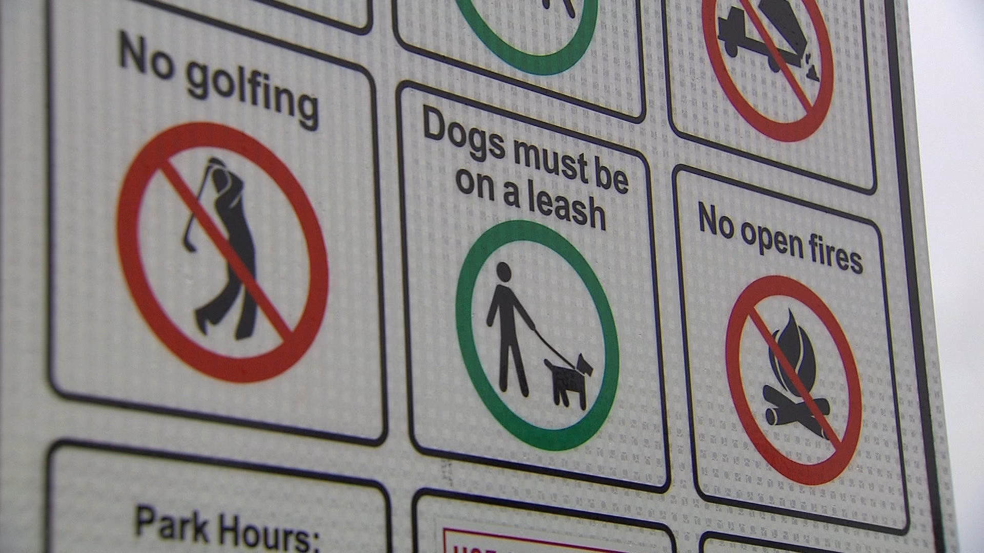 A sign stating that dogs must be leashed is seen at Brock Ridge Community Park in Pickering on March 30, 2017. CITYNEWS
