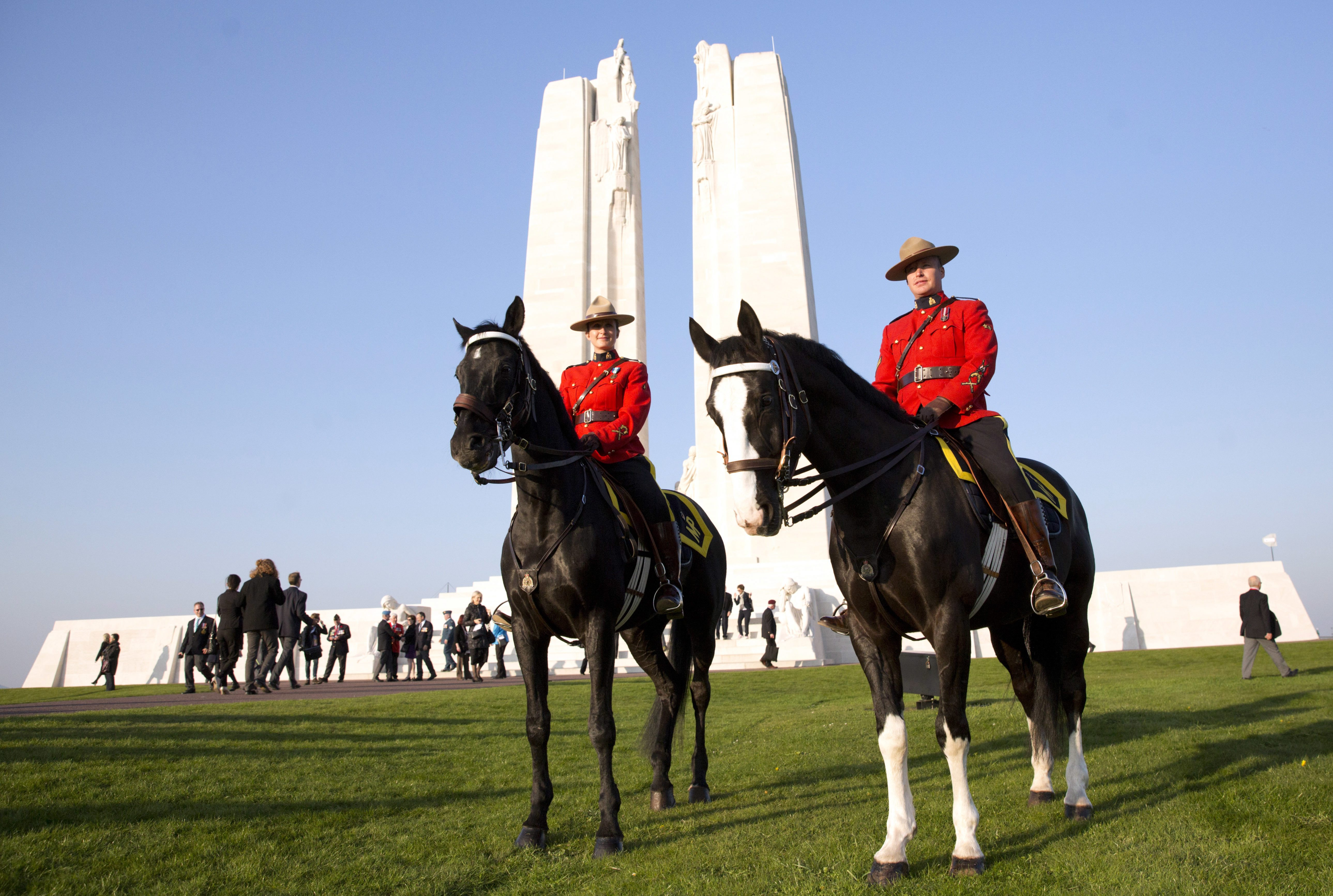 7c9a4003738 Trudeau pays homage to fallen Canadian soldiers at Vimy Ridge