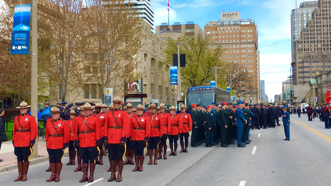 how to become a police officer in toronto ontario