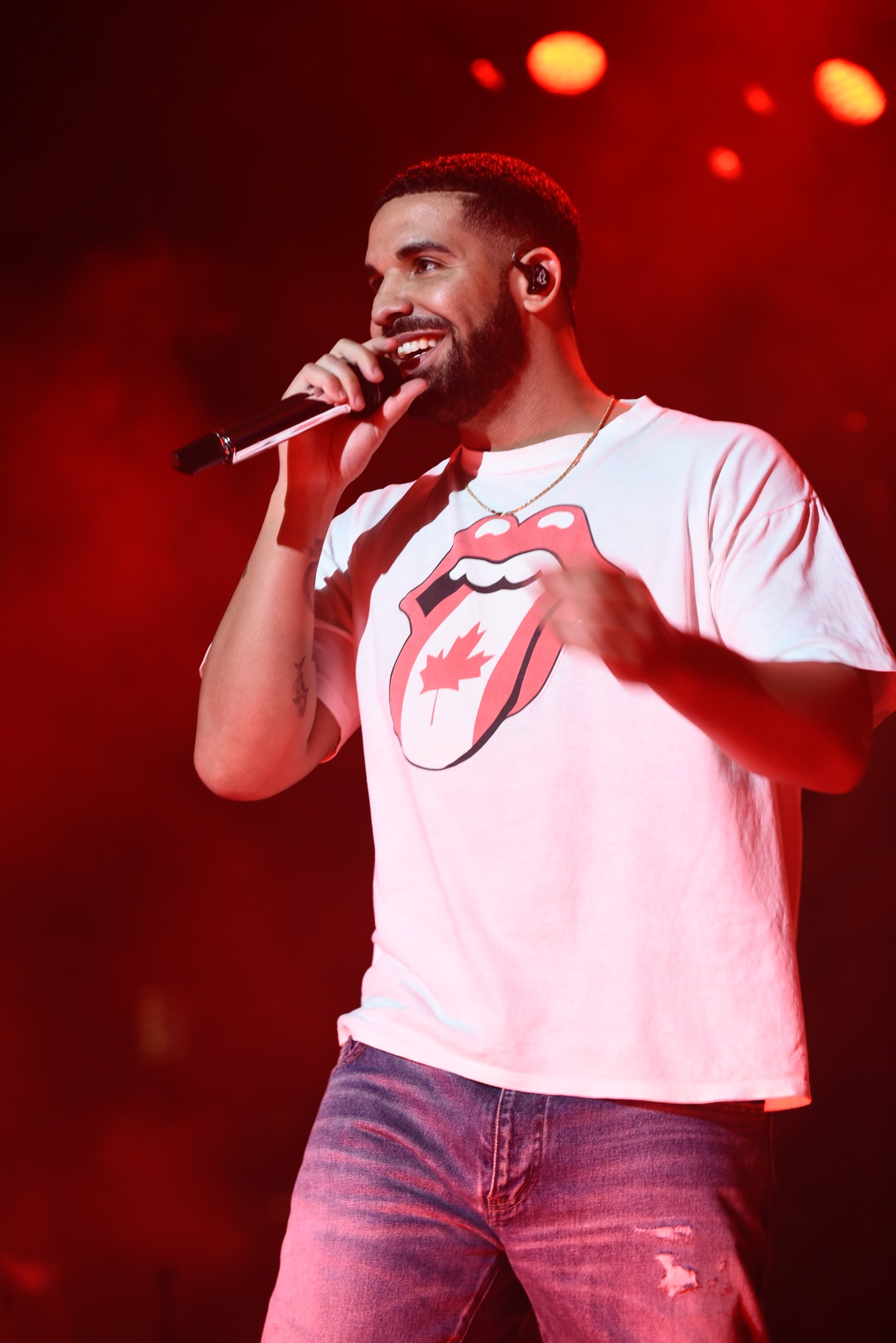 Drake surprises canada 150 crowd at nathan phillips square for Thedrake
