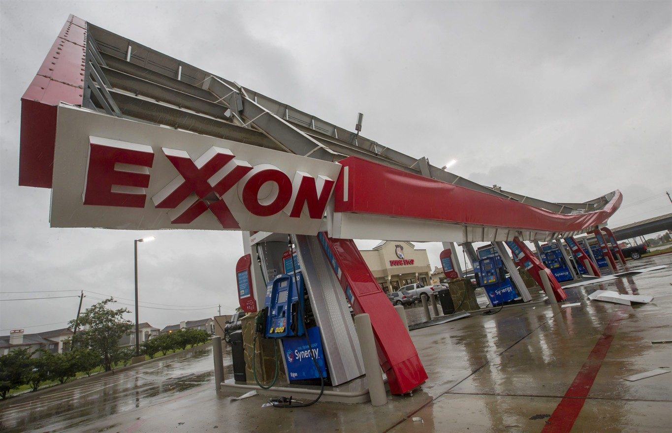 Gasoline future prices jump in Harvey's wake due to refinery