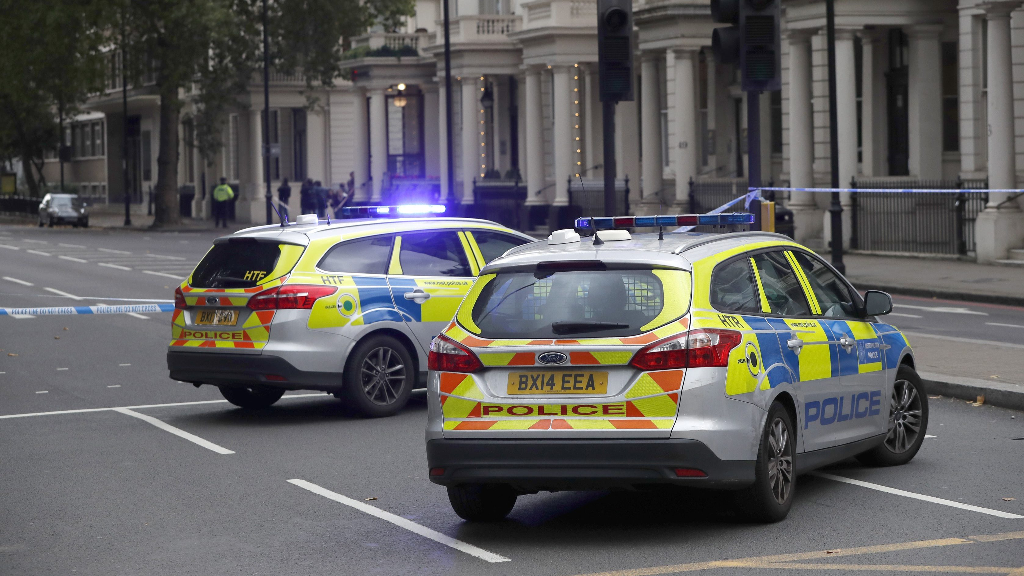 car crash outside london museum is traffic accident not. Black Bedroom Furniture Sets. Home Design Ideas