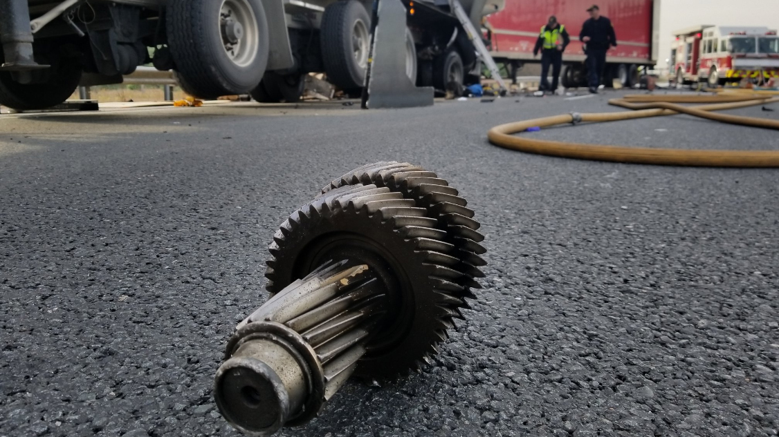 Man dead after 3 commercial trucks collide on Highway 401