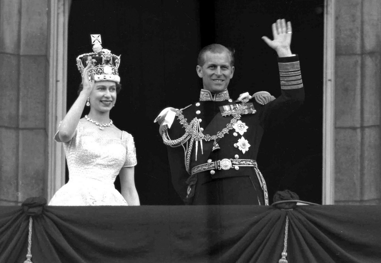 Queen Elizabeth Ii Prince Philip Celebrate 70th Wedding Anniversary