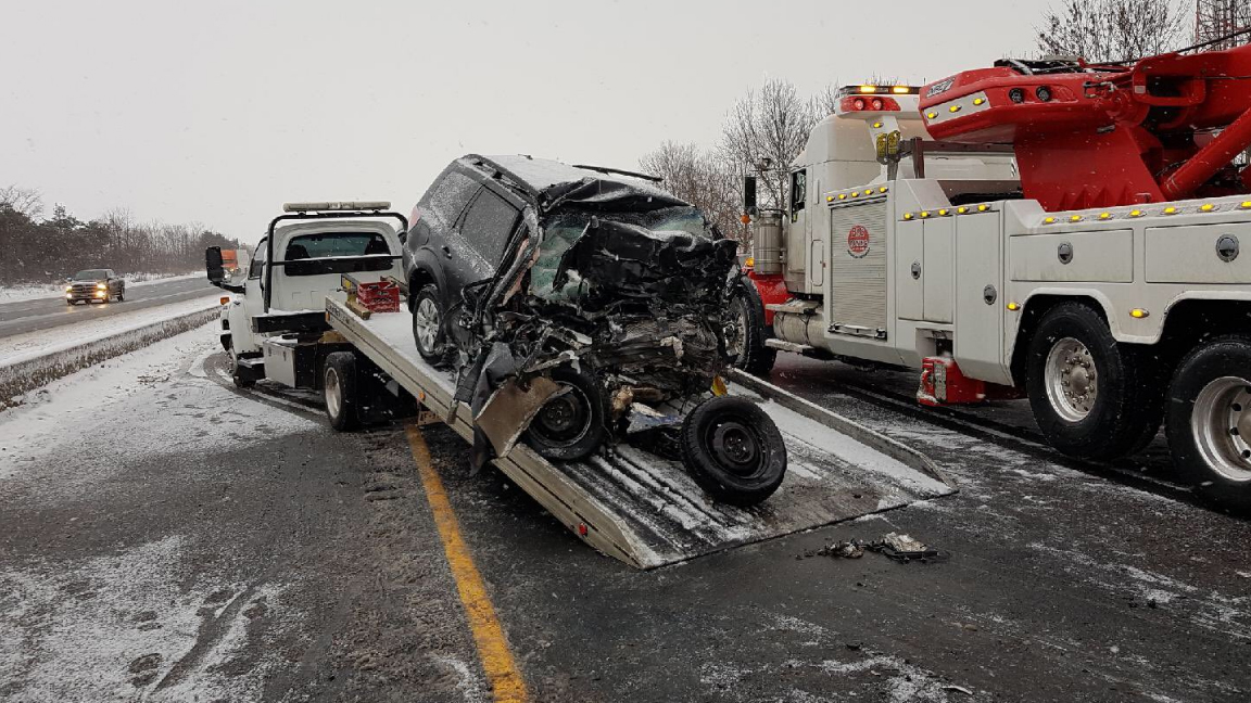 1 dead in head-on crash on Hwy  401 in Bowmanville