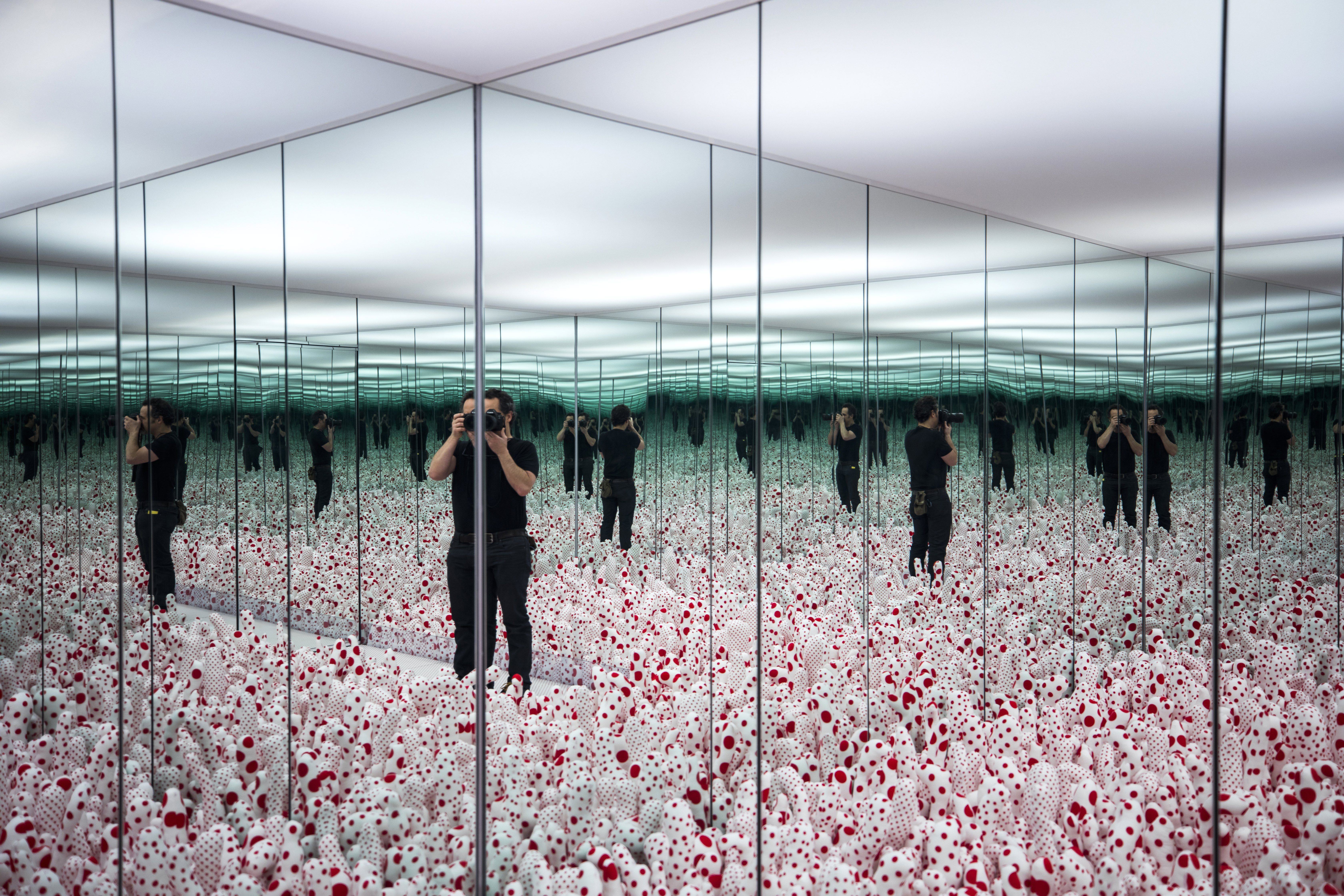 Art Lovers Expected To Flock To Toronto For Ago S Infinity