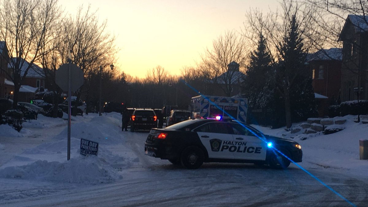 Halton police investigate after two people were found dead inside a home on Summerhill Crescent in Oakville on Jan. 17, 2018. CITYNEWS/Tammie Sutherland