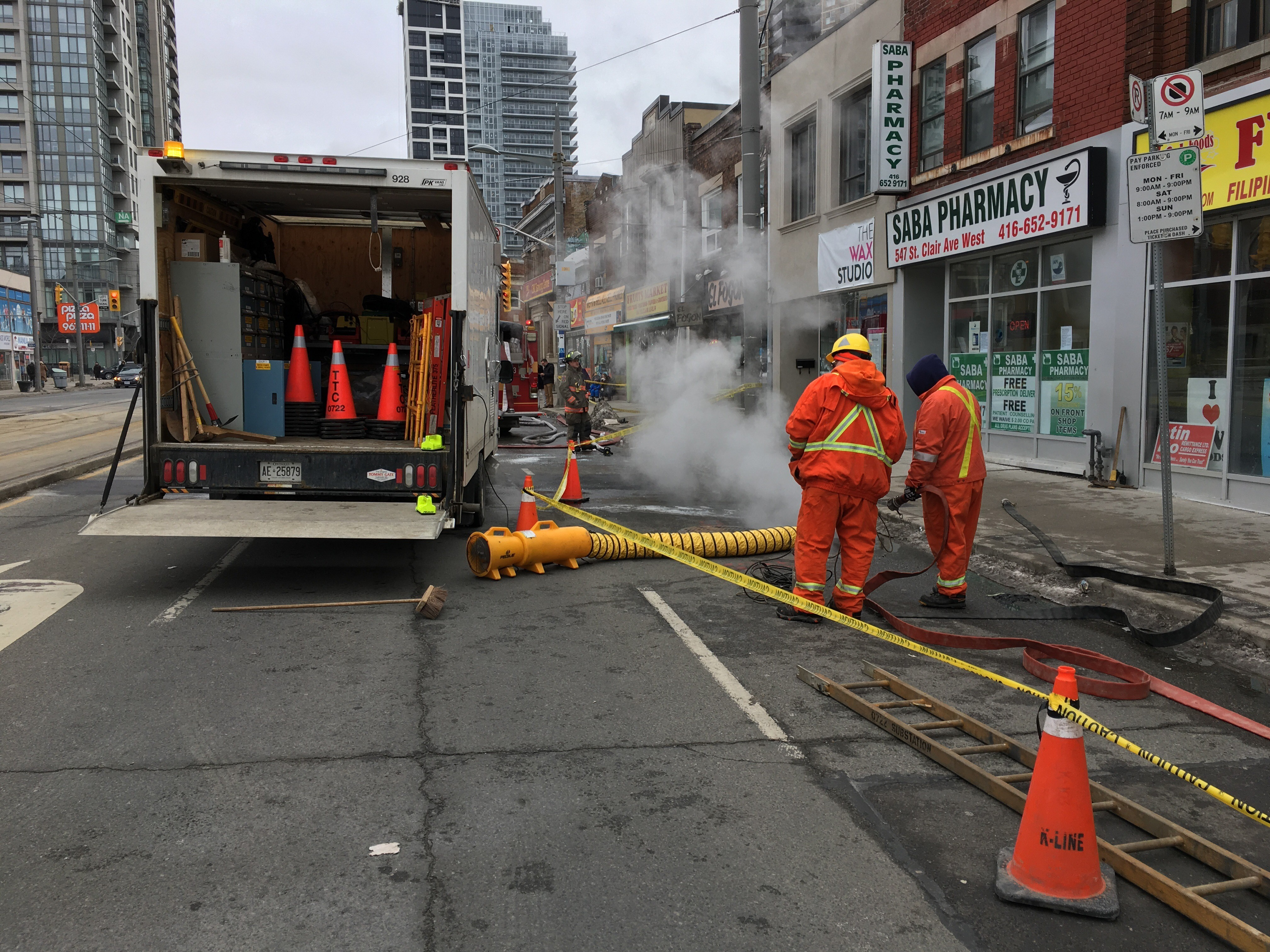f13a4b556df893 St. Clair West building evacuated after hydro vault fire