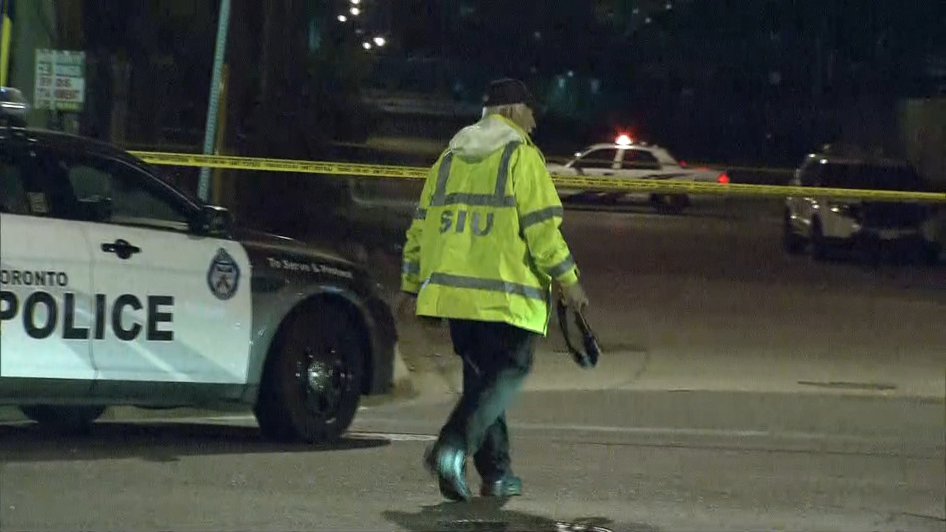 1 dead, police officer wounded in Scarborough shooting