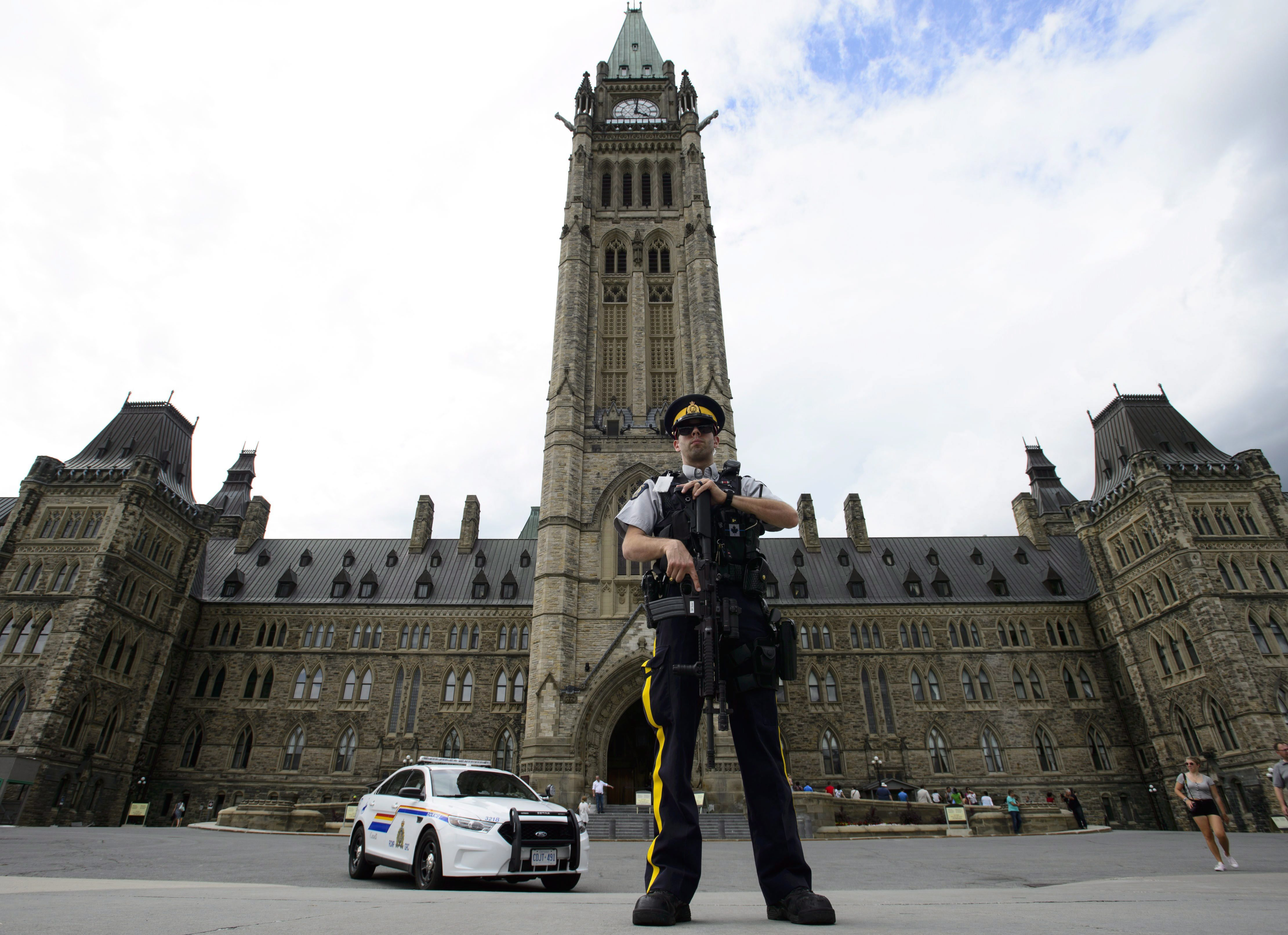 Man arrested in Parliament Hill incident yells, swears at