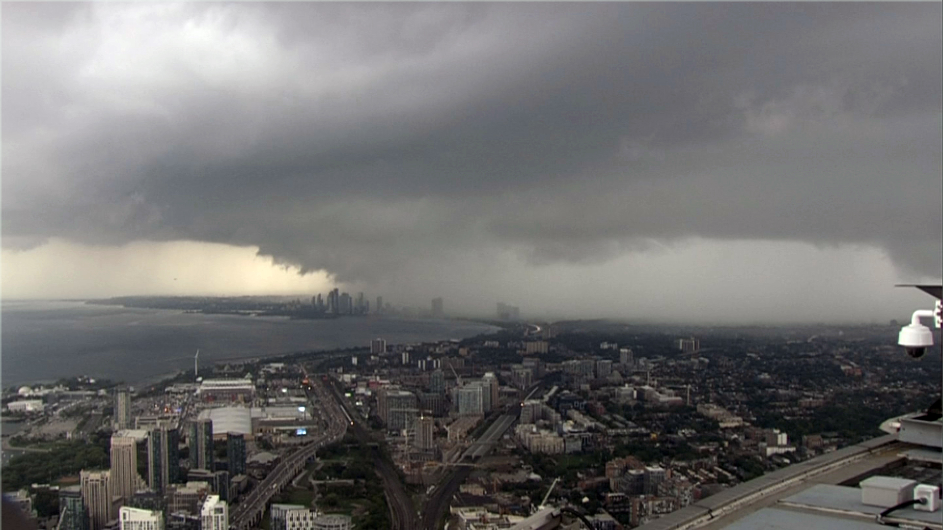 gta thunderstorm strong wind gusts possible
