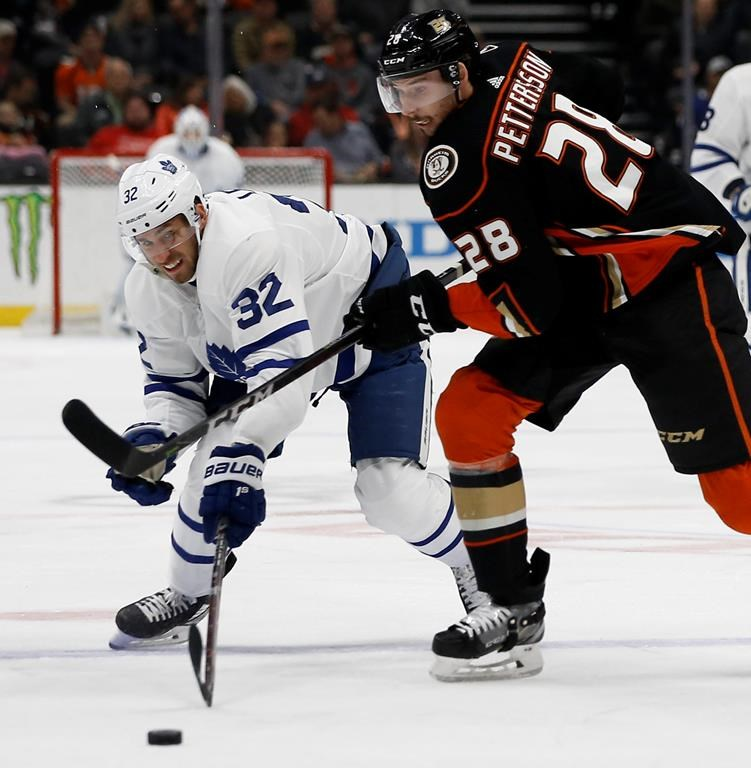 Reilly's OT goal lifts Maple Leafs over Ducks 2-1