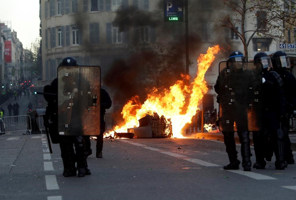 Over 1,700 arrested in latest yellow vest protests in France