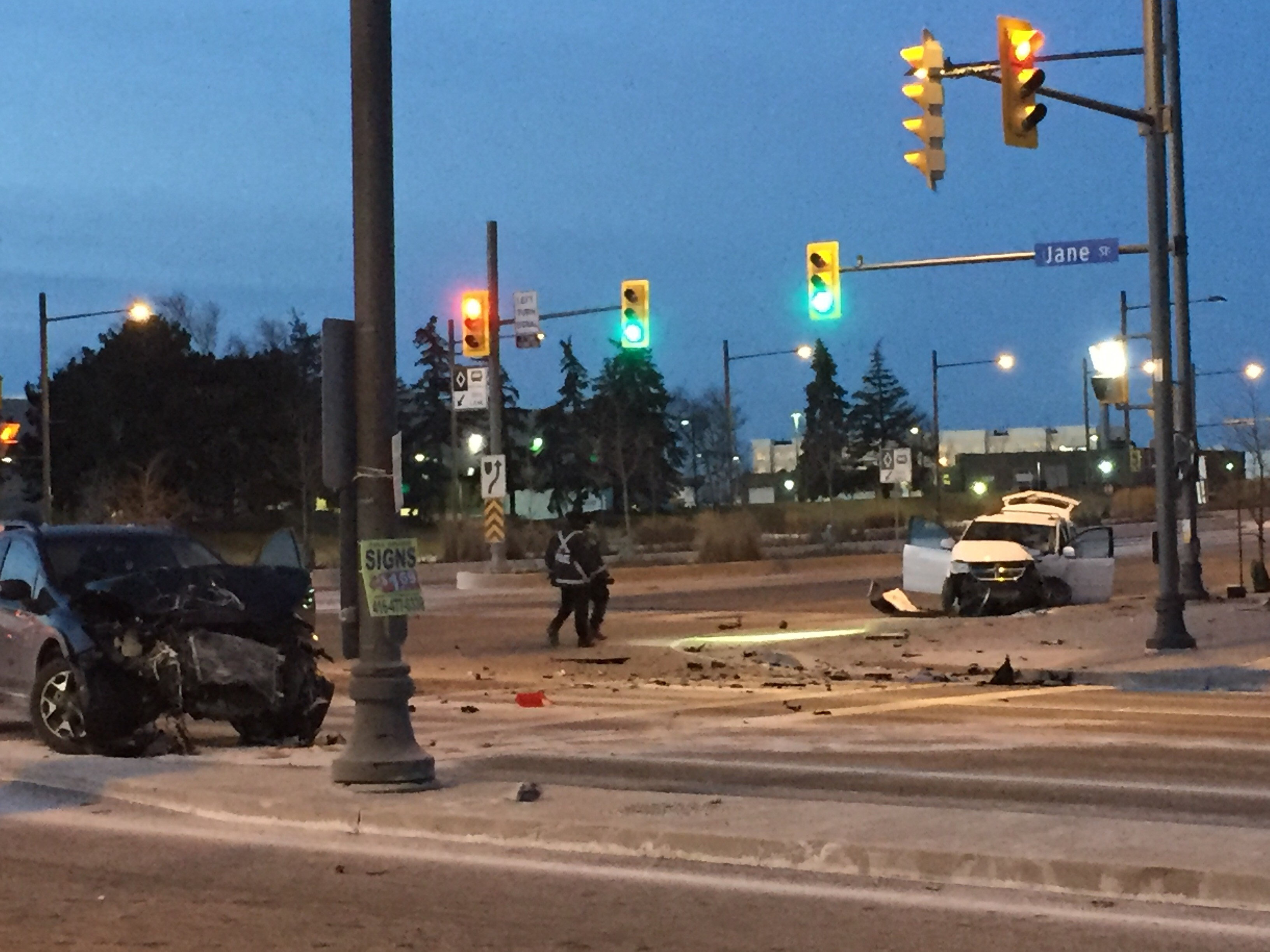 2-vehicle crash shuts down portion of Hwy  7 in Vaughan