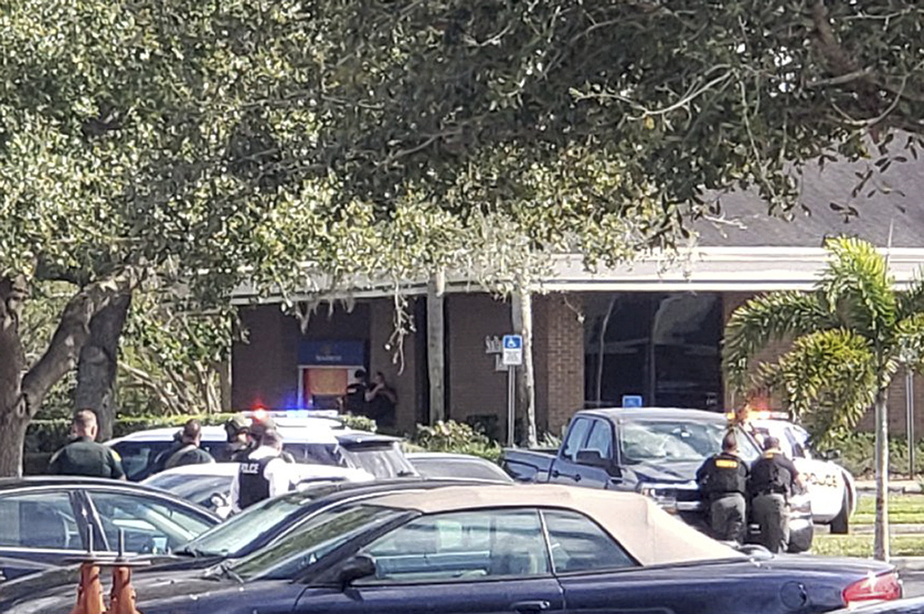 5 shot and killed inside Florida bank, suspect arrested