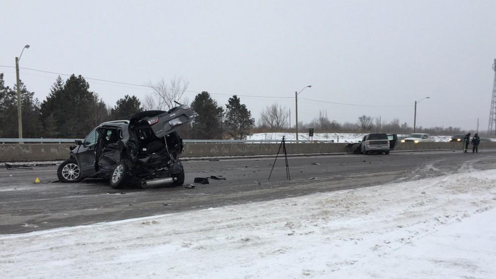 Serious crash closes Hwy  400 northbound at Teston Road