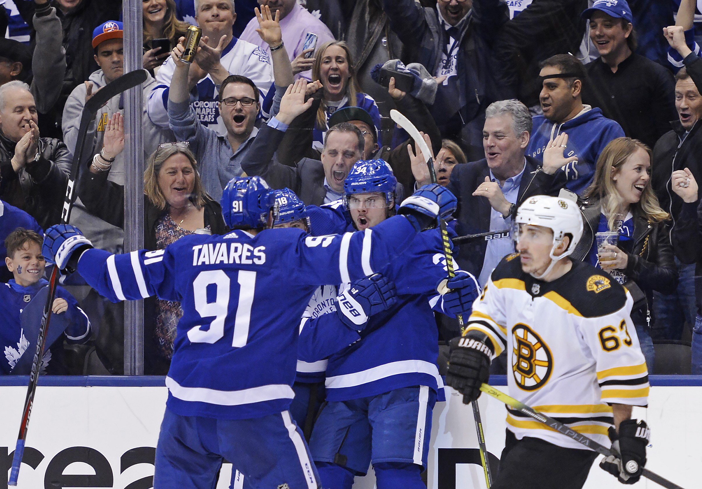 new arrival f954e b0b20 Matthews, Johnsson lead Maple Leafs to Game 3 win over Bruins