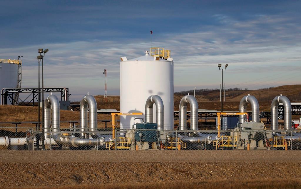 Trump wields presidential power on pipeline, energy projects