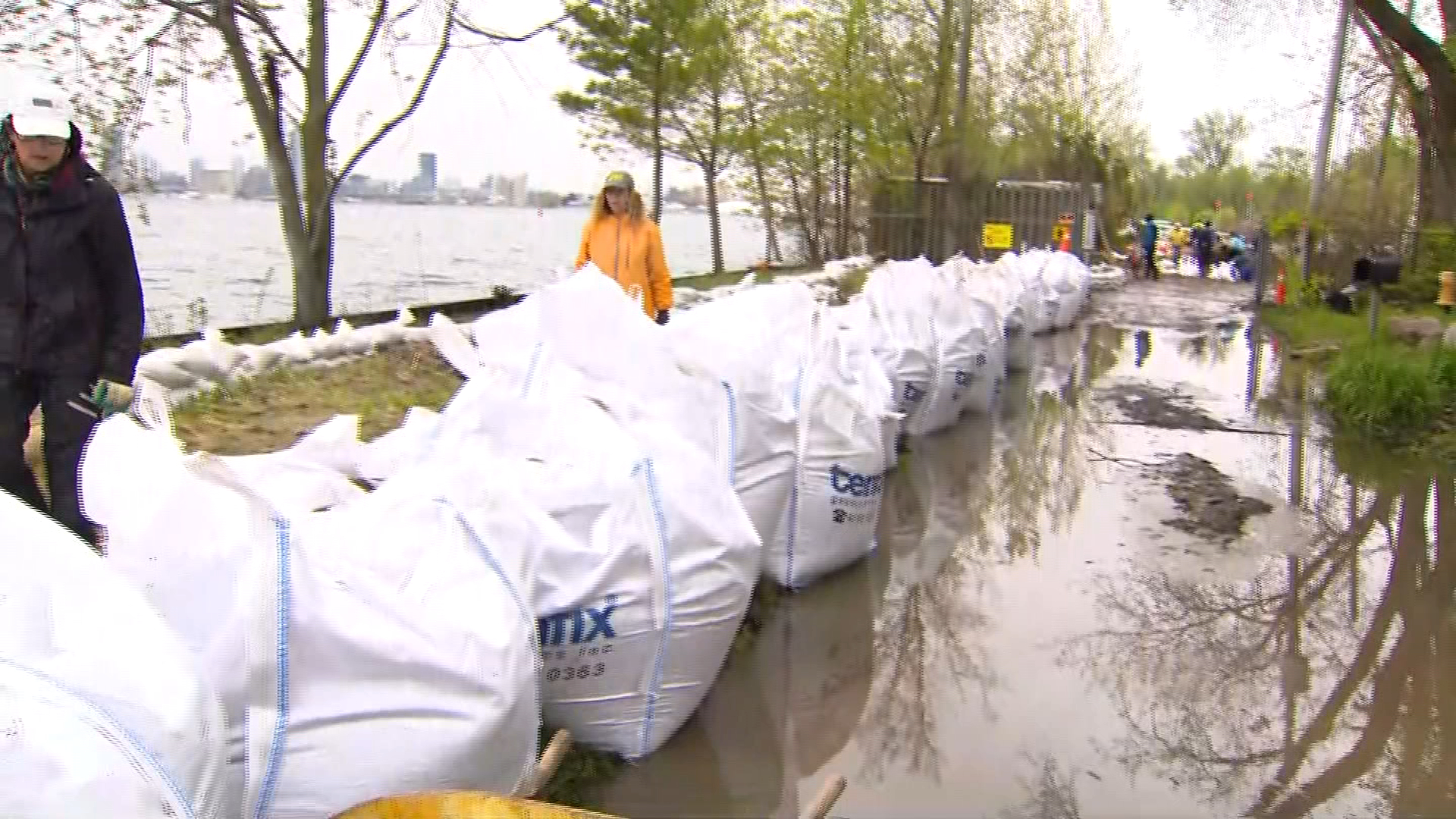 10,000 sandbags added to Toronto Islands in anticipation of more flooding