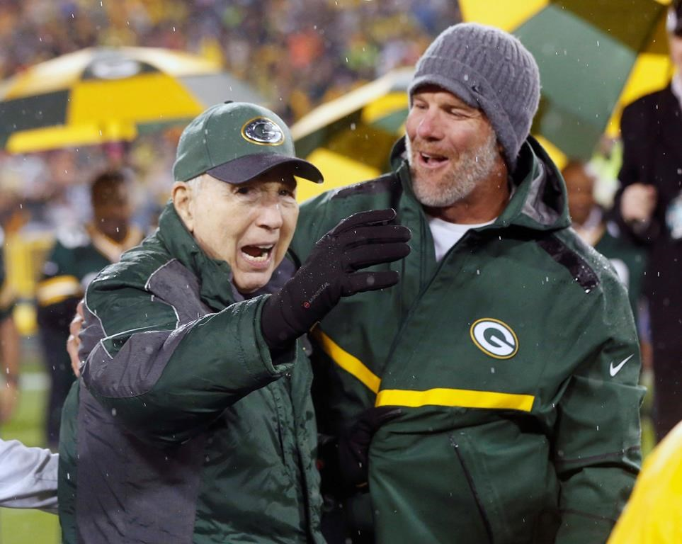 Leaves Are Turning And Brett Favre Is >> Bart Starr Qb Who Led Packers To Greatness Dies At 85