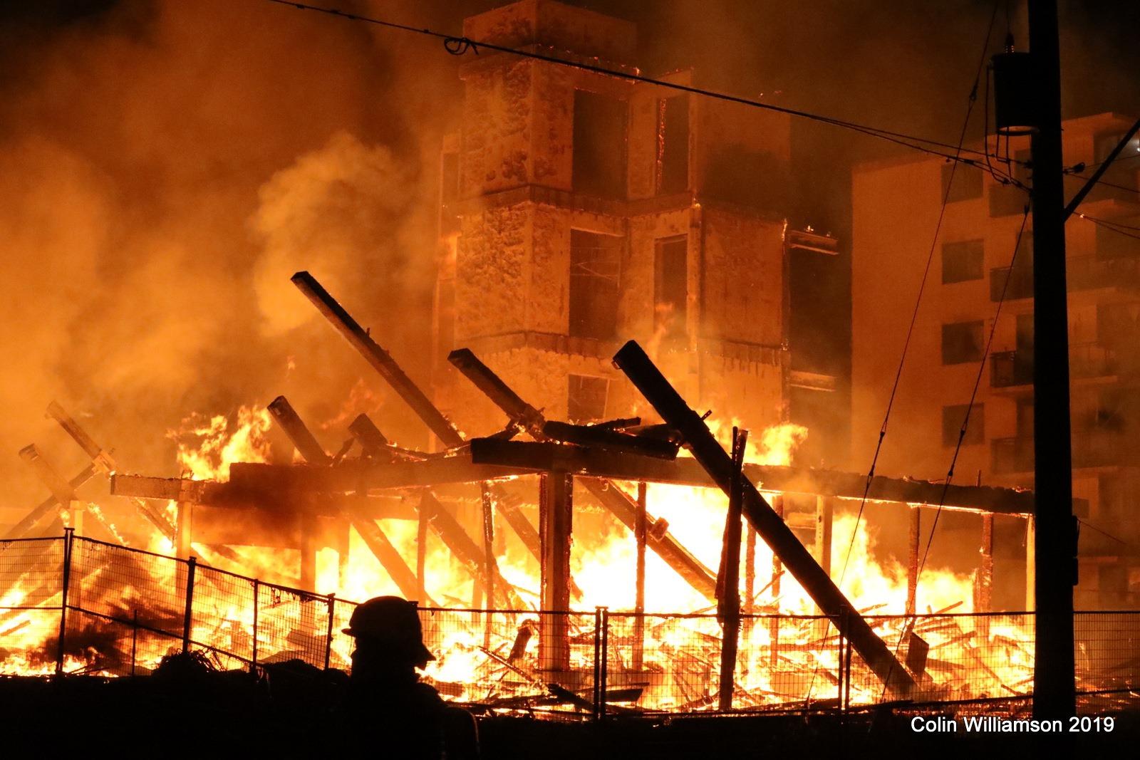 Oshawa firefighters battle 2 overnight blazes