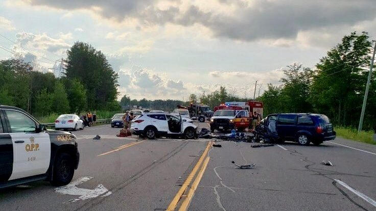 1 dead, 1 critically injured in crash on Hwy 6 near Hamilton