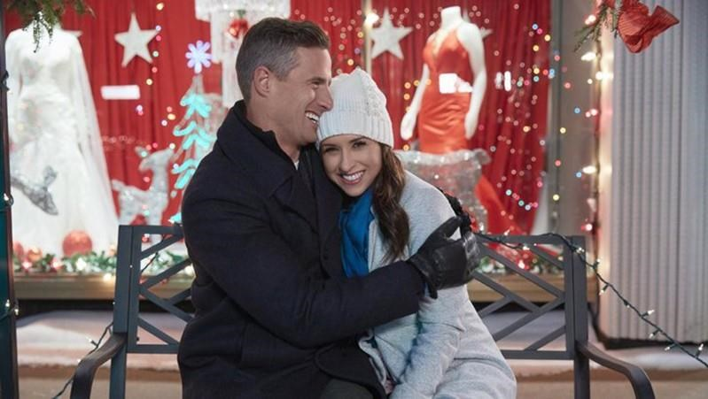 Hallmark Christmas In July 2019.It S Christmas In July On Many Canadian Movie Sets As