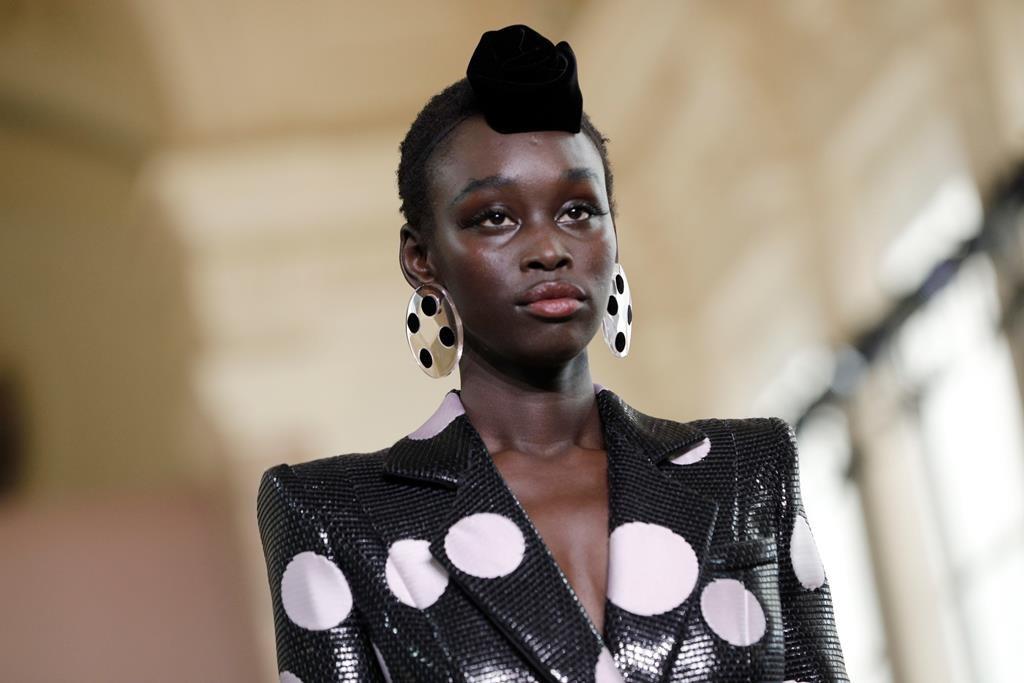 Größe 7 beste Qualität für Genieße den kostenlosen Versand Chanel's new designer, Viard, unveils couture debut in Paris