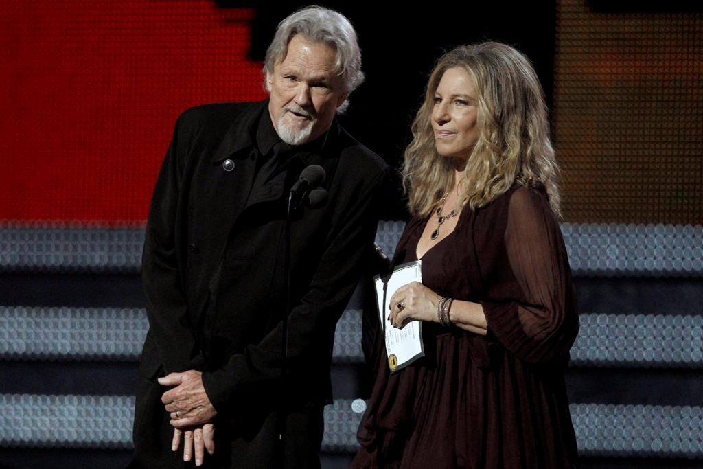 Barbra Streisand, Kris Kristofferson sing duet in London